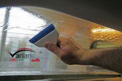 Raclette Go Doctor Blue pour évacuer un maximum d'eau avec une très bonne prise en main. Variance-Auto