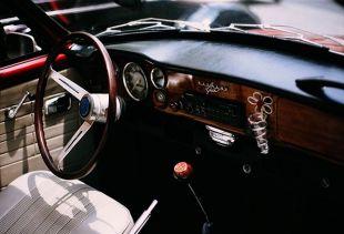 Comment empêcher la décoloration de mon habitacle de mon auto ?. Variance Auto