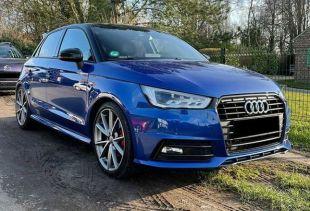 Audi A1 habille ses rétro de film covering noir brillant. Variance Auto