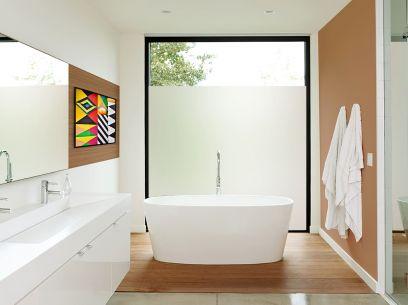 Salle de bain équipée du film électrostatique dépoli blanc