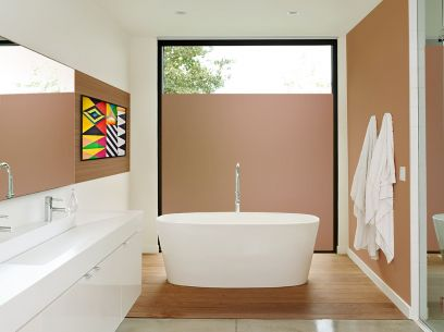 Salle de bain équipée du film dépoli bronze