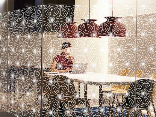 Film décoratif effet kaléidoscope blanc