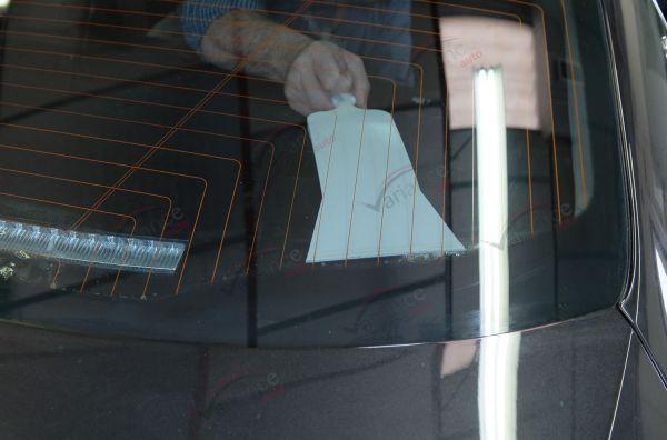 Raclette Bull Dozer : pour maroufler les lunettes fixes. Variance Auto