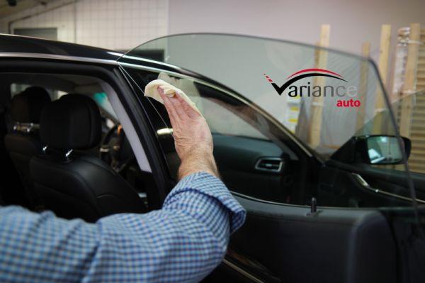 Tampon d'essuyage pour éliminer la poussière avant la pose. Variance Auto