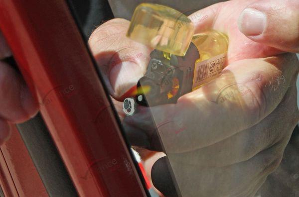 Mini chalumeau à gaz avec recharge pour sècher les petites bulles. Variance-auto