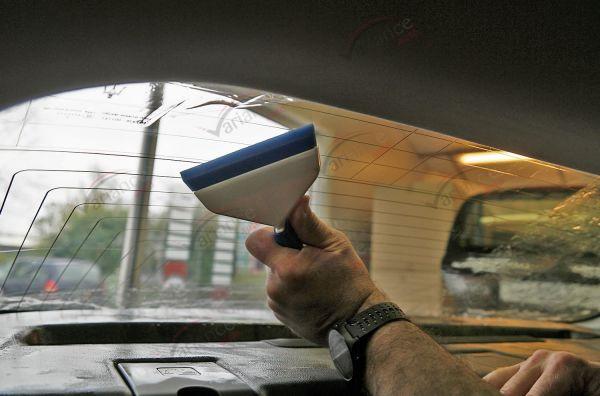 Raclette Go Doctor Blue pour évacuer un maximum d'eau avec une très bonne prise en main. Variance Auto