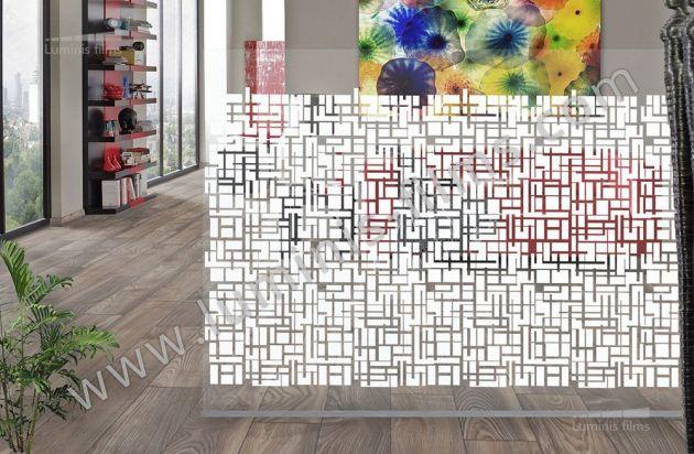 Film décoratif à motifs géométriques blancs. Luminis Films