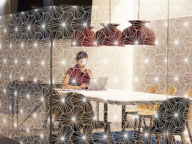 Film décoratif effet kaléidoscope blanc . Luminis Films