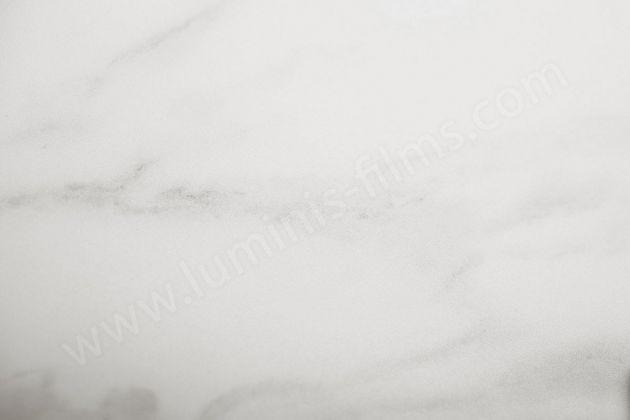 Adhésif effet marbre blanc discret mat. Luminis-Films