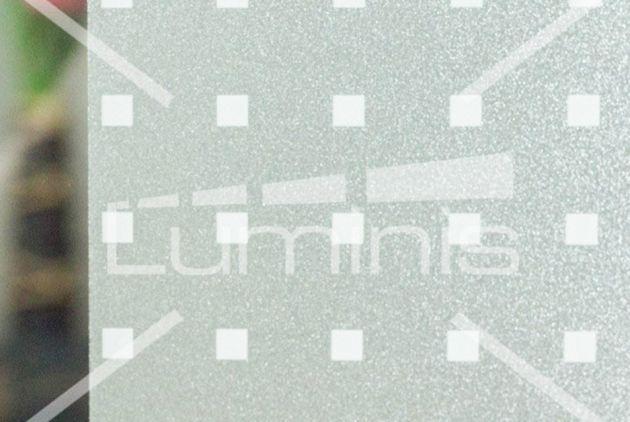 Film repositionnable dépoli à carrés blancs. Luminis-Films