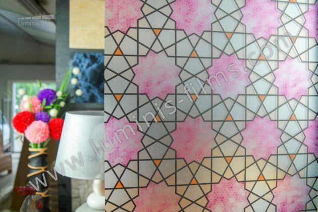 Film repositionnable dépoli vitrail à rosaces. Luminis-Films