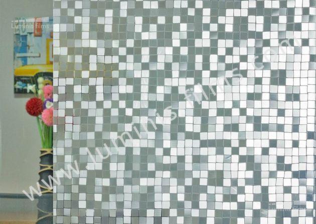 Film repositionnable à petits carrés. Luminis-Films