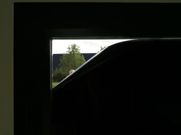 Film opaque noir avec effet miroir . Variance Auto