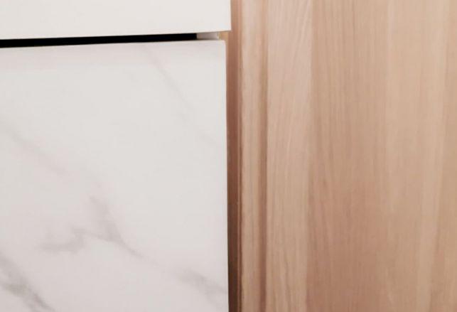 Salle de bain marbre blanc : élégante et épurée. Luminis Films