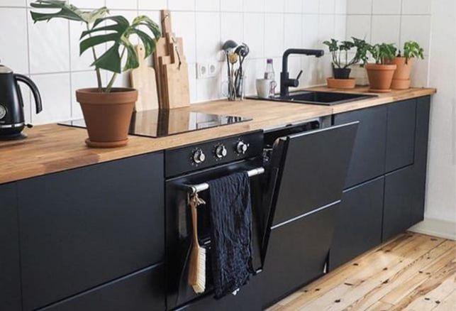 Comment réaliser ma cuisine bois et noir à moindre coût ?. Luminis Films