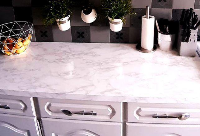 Du marbre pour une cuisine élégante et moderne . Variance Auto