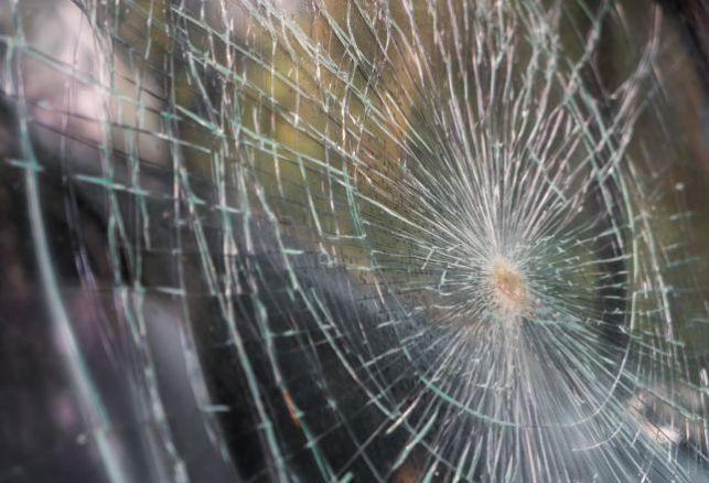 Film sécurité : quelles sont les différentes normes pour protéger vos vitrines en verre ?. Variance Auto