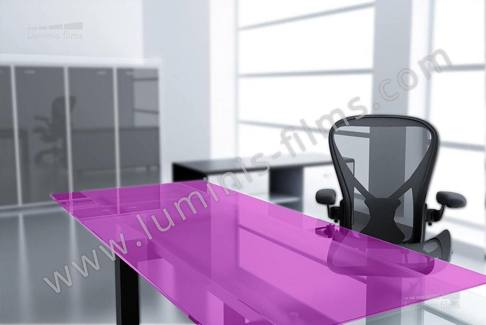 Ce film adh sif couleur rose colore vos vitrages moindre - Film adhesif decoratif pour meuble ...