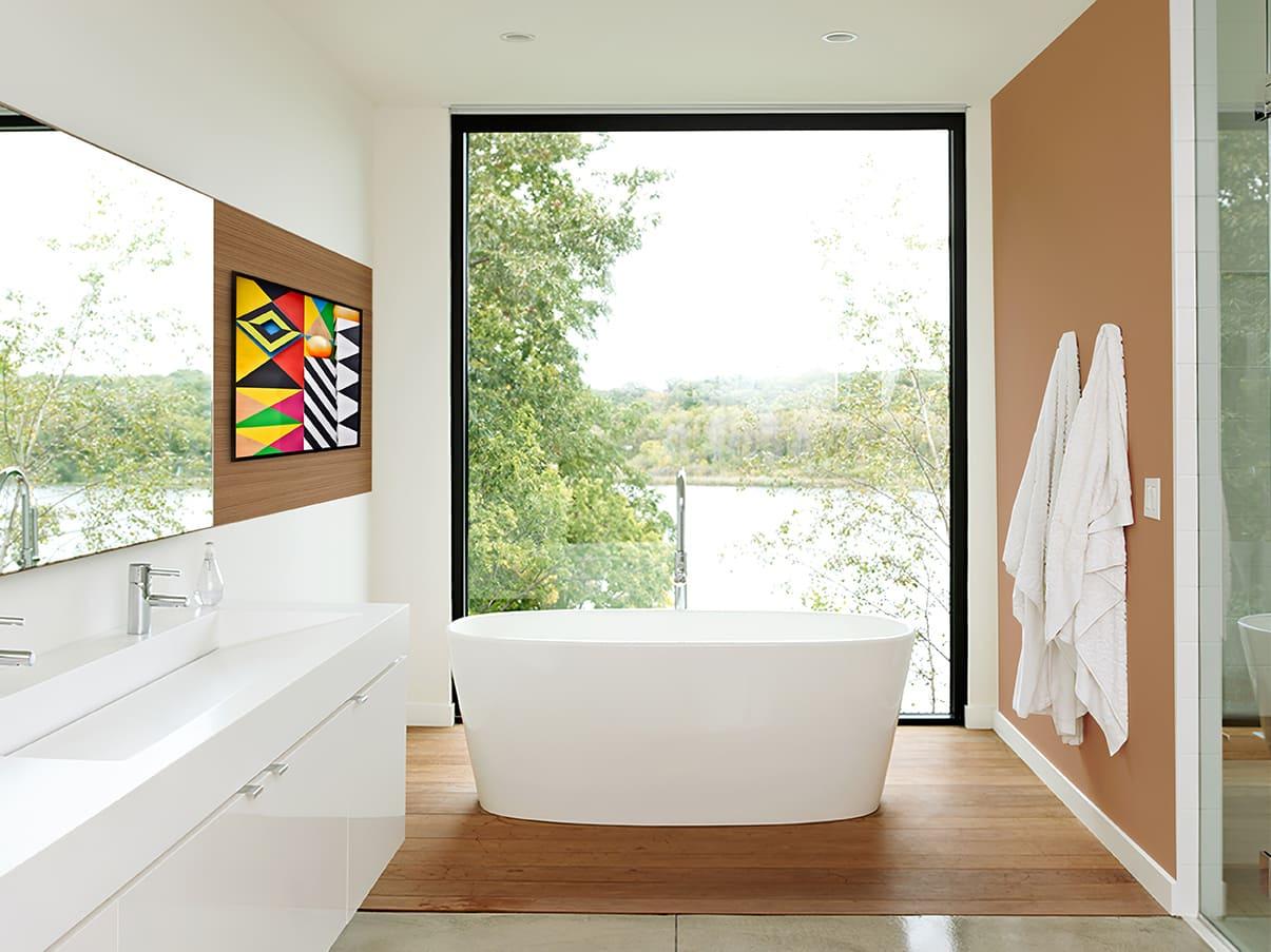 Salle de bain avec et sans le film électrostatique dépoli blanc