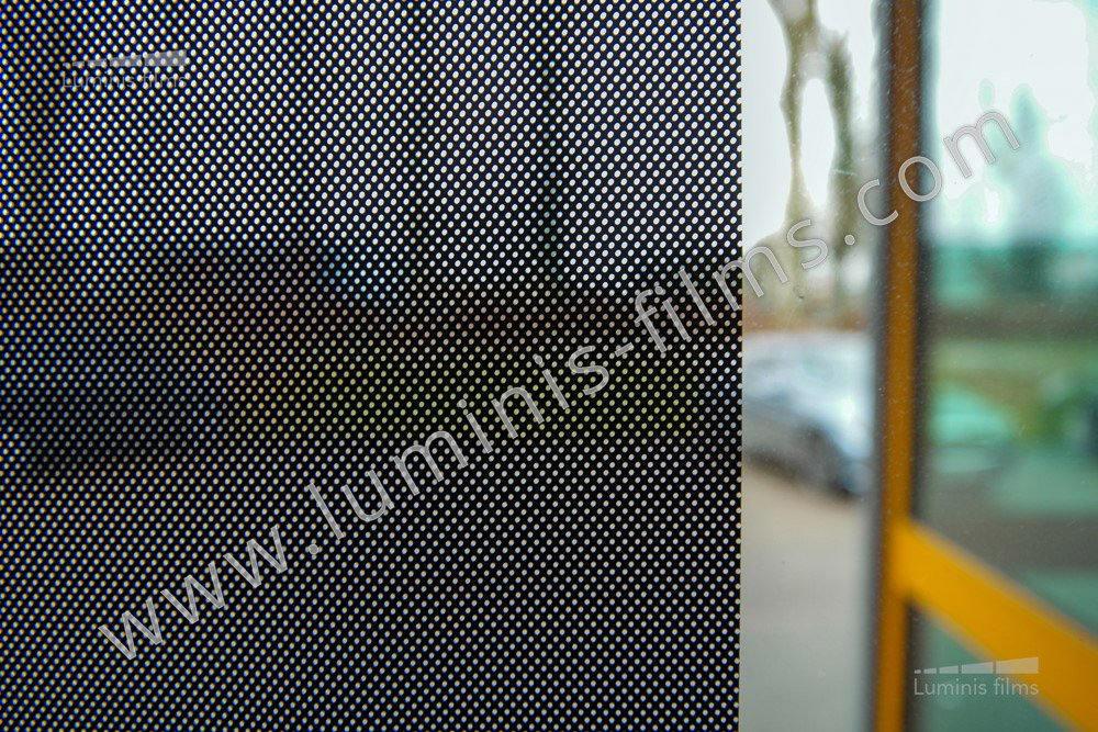 Film repositionnable microperforé noir. Luminis-Films