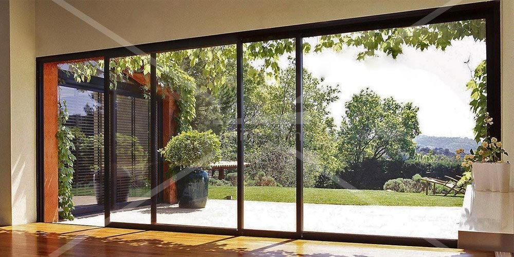 ce film solaire ultra clair est id al pour une vitrine une prot ge de la chaleur des uv sans. Black Bedroom Furniture Sets. Home Design Ideas