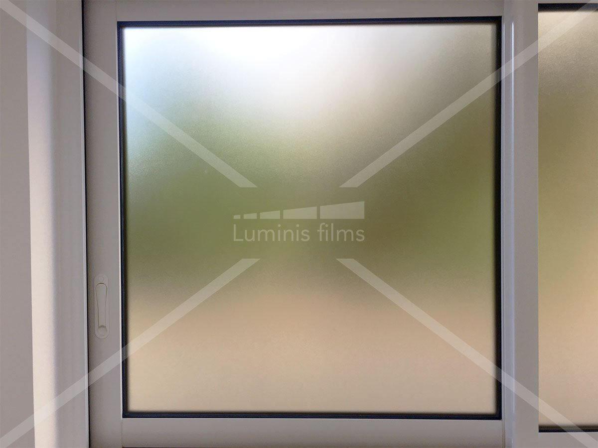 ce film d poli translucide prot ge des regards sans assombrir luminis films. Black Bedroom Furniture Sets. Home Design Ideas