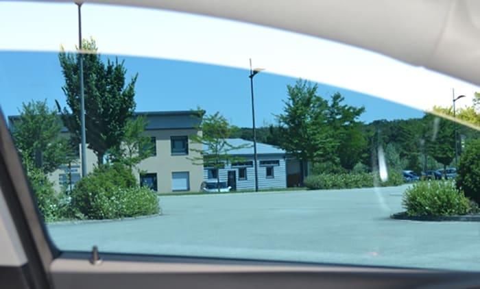 Film automobile bleu moyen. SDAG ADHÉSIFS