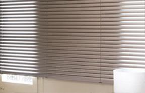 store v nitien aluminium et bois sur mesure variance store le sp cialiste du store sur mesure. Black Bedroom Furniture Sets. Home Design Ideas